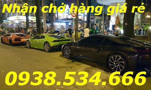 Ba chiếc Lamborghini cùng siêu xe tụ hội ở trung tâm Sài Gòn